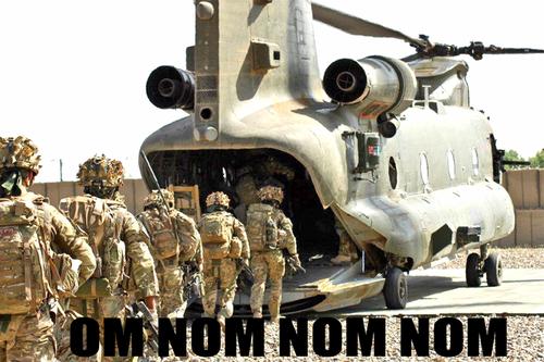 om nom nom nom avion helicoptero comiendose a los soldados entrando
