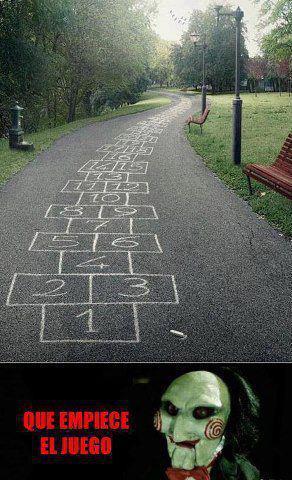 avioncito pintado en el suelo juego saltar numeros que empiece comience el juego saw