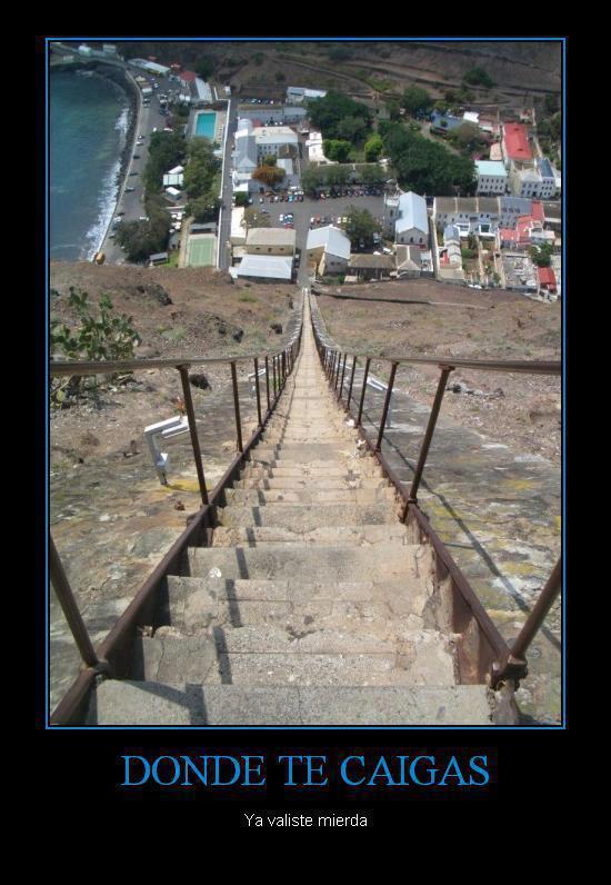 escaleras enormes donde te caigas ya valiste