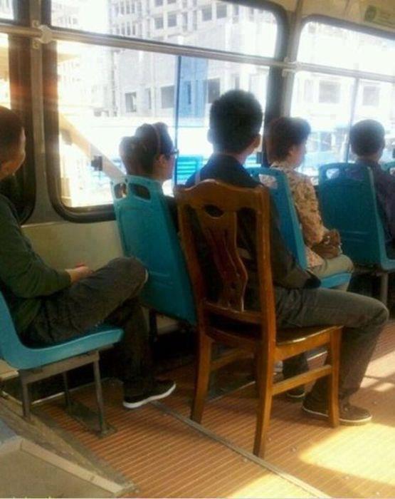 silla en el transporte autobus microbus metro madera