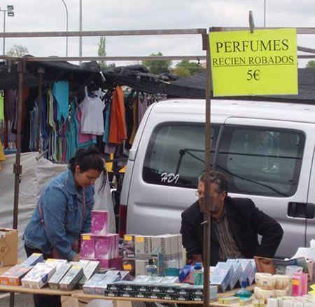 venta de perfumes recien robados letrero a 5 euros